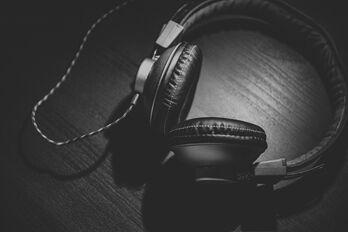 headphones-690685_1920_R