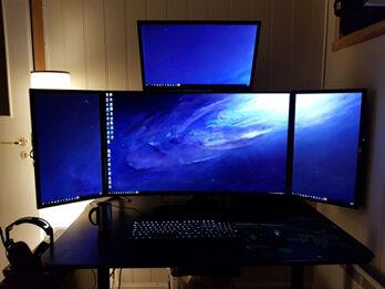 PC_Desk_MultiDisplay114_08_R
