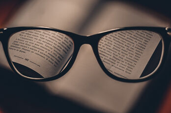 glasses-1246611_1920_R