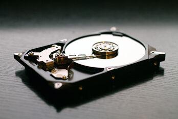hard-drive-607461_1920_R