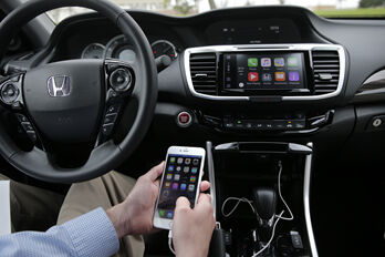 car_audio_smart_phone_logo_R